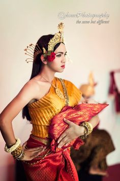 Angkor Wat Cambodia, Khmer Wedding, Belly Dancers, Bridal Fashion, Fashion History, Traditional Outfits, Put On, Bridal Style, Bali