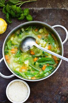 Gemüsesuppe mit Zuckerschoten, Staudensellerie, Möhren, Basilikum, Parmesan und Zitrone | http://eatsmarter.de/rezepte/gemuesesuppe-mit-basilikum-parmesan-und-zitrone