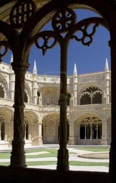 El Monasterio Hieronymites (Mosteiro dos Jerónimos) se encuentra ubicado en el distrito de Belem de Lisboa, Portugal. Considerado el más importante monumento de Lisboa y ha sido clasificado por la UNESCO como Patrimonio de la Humanidad.