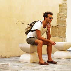 casual men's travel style