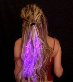 Fiber Optic Hair Lights These battery operated fiber optic LED lights clip into your hair for a dazzling visual effect. Available in a variety of colors, the. Hair Lights, Light Hair, Hair Barrettes, Hair Clips, Look Festival, Halloween Karneval, Glow Party, Raves, Hair Strand