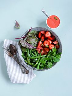 Spinach salad recipe for a salad made of baby spinach with peanut salad made of bulls blood baby leaves with green beans and strawberry vinaigrette from flora international forumfinder Image collections