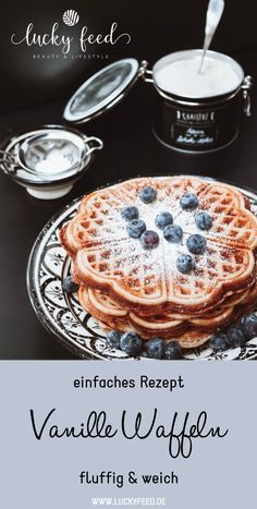 Rezept Vanille Waffeln - lecker, einfach, fluffig, weich - Soul Food - waffles - Yemek Tarifleri - Resimli ve Videolu Yemek Tarifleri Quick Recipes, Quick Meals, Baby Food Recipes, Cake Recipes, Dessert Recipes, Vanilla Recipes, Chocolate Recipes, Breakfast Hotel, Cooking Chef Gourmet