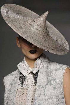 Newspaper Couture : newspaper hat fashion minas1