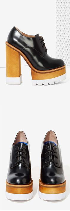 Walk a mile in new high heels, sandals, flats, ankle booties or whatever takes your fancy. Shop all women's shoes at Nasty Gal. Ugly Shoes, Sock Shoes, Shoe Boots, Crazy Shoes, Me Too Shoes, Fall Winter Shoes, Splendid Shoes, Creative Shoes, All About Shoes