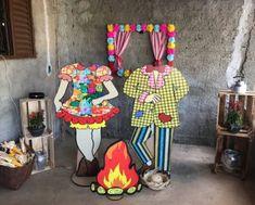 Festa Neon - 10 modelos e inspirações - :: Casa & Artesanato :: Cardboard Art, Child Day, Classroom Decor, Photo Props, Boho Wedding, Event Planning, Art Decor, Diy And Crafts, Backdrops