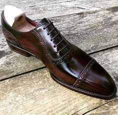 RAMON CUBERTA| BESPOKE BARCELONA Details make the all difference, difference is beauty. Our RTW Antique Rioja Calf Oxford shoes limited edition. Available with their shoetrees in our shop on-line: www.ramoncuberta.com (No filters picture, Mediterranean light) #ramoncuberta #readymade #readytowear #benchmade #goodyearwelted #shoemakers #shoestagram #shoegaze #shoegazing