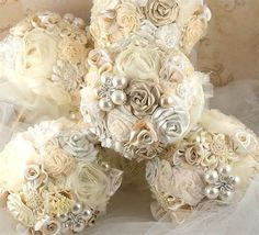 Bridesmaid brooch bouquets for wedding. Great to incorporate family heirlooms (grandmother or mother) or just something different and unique. Nothing like a little sparkle to add some pizzazz.
