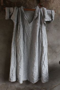 Black and White Striped Linen Dress by MegbyDesign on Etsy Funky Outfits, Boho Outfits, Vintage Outfits, Vintage Clothing, Tweed, Cotton Long Dress, Striped Linen, Clothes Horse, Fashion History