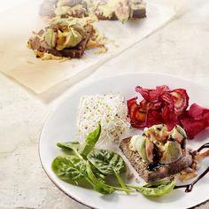 Salade van geroosterde vijgen en Milner op toasts #Recept #Zomerecept #Milner