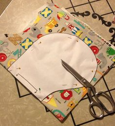 Quick and easy baby gifts In addition to your usual sewing notions and thread, to make these burp cl Baby Sewing Projects, Sewing For Kids, Sewing Hacks, Sewing Crafts, Sewing Tips, Sewing Ideas, Baby Sewing Tutorials, Burp Cloth Tutorial, Smocking Tutorial