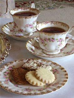 "tea and cookies tea and cookies Fragrant tea inspiration for Karen Gilbert Royal Albert ""Dimity Rose"" china Vintage China, Vintage Tea, Shabby Vintage, Coffee Time, Tea Time, Café Chocolate, Petit Cake, Design Set, Aesthetic Food"