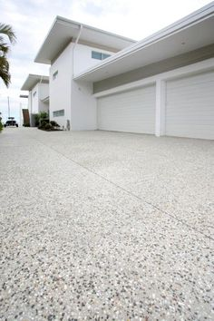 65 ideas exposed aggregate concrete patio design The Effective Pictures We Offer You About patio int Honed Concrete, Concrete Path, Concrete Patio Designs, Cement Patio, Concrete Driveways, Exposed Concrete, Concrete Backyard, Modern Driveway, Driveway Design