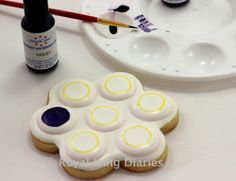 painting color on a cookie