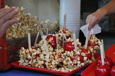Caramel apple with popcorn:  Manzanas de caramelo con pochoclo dulce.l  Golosina Argentina - street food in Buenos Aires