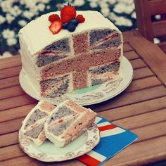 A very british cake! Clever use of the Union Jack! A very british cake! Clever use of the Union Jack! Union Jack Cake, British Cake, British Party, Flag Cake, Tasty, Yummy Food, Food Humor, Cookies, Let Them Eat Cake
