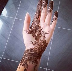beautiful front hand mehndi designs for new year Henna Hand Designs, Mehndi Designs Finger, Simple Arabic Mehndi Designs, Mehndi Designs For Girls, Stylish Mehndi Designs, Mehndi Designs For Fingers, Beautiful Mehndi Design, Latest Mehndi Designs, Henna Tattoo Designs