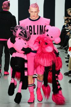 60 London Collections Men Runways - From Arts and Crafts Menswear to Edgy Garbage Bag Fashions (TOPLIST)