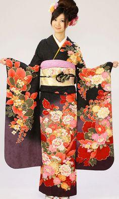 Rental furisode (long-sleeved women's kimono) from kimonorental.jp