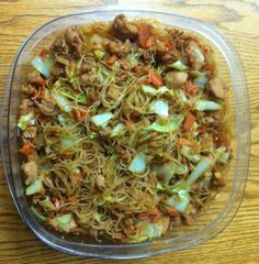 Pancit Just tried some of this from a Filipino friend. Photo by Emily Rose's MommyJust tried some of this from a Filipino friend. Photo by Emily Rose's Mommy Asian Recipes, New Recipes, Dinner Recipes, Cooking Recipes, Favorite Recipes, Ethnic Recipes, Guam Recipes, Easy Filipino Recipes, Vegetarian Recipes