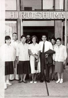 "Emmanuelle Riva & Okada Eiji 岡田英次 surrounded by ""Hiroshima hotel"" staff - 1958"