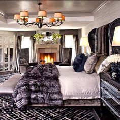 Start with big dreams and make life worth living.- Stephen Richards Cozy and warm master bedroom. - Architecture and Home Decor - Bedroom - Bathroom - Kitchen And Living Room Interior Design Decorating Ideas - Glam Bedroom, Home Bedroom, Bedroom Decor, Royal Bedroom, Bedroom Interiors, Bedroom Furniture, Bedroom Themes, Bedroom Wall, Glam Bedding