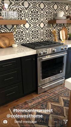 Spanish Kitchen, Updated Kitchen, Kitchen Dining, Kitchen Cabinets, Kitchen Appliances, Dining Room, Modern Kitchen Design, Modern Design, Home Kitchens