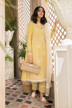 Pakistani Formal Dresses, Pakistani Fashion Casual, Indian Gowns Dresses, Pakistani Dress Design, Pakistani Outfits, Pakistani Clothing, Pakistani Dramas, Stylish Dress Designs, Stylish Dresses