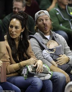 His go-to: It seems Chip likes to stick his tongue out at the camera. Joanna Gaines Farmhouse, Joanna Gaines Style, Chip And Joanna Gaines, Fixer Upper Joanna, Magnolia Fixer Upper, Country Christmas Decorations, Farmhouse Christmas Decor, Magnolia Farms, Magnolia Homes