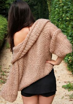 Enjoy the cold season with stylish sweaters and fuzzy knits. With so many styles to choose from, you're sure to look trendy all season long. Knit Fashion, Cute Fashion, Unique Fashion, Chic Outfits, Girl Outfits, Fashion Outfits, How To Purl Knit, Cute Sweaters, Sweater Weather