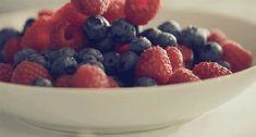 Lip Balm: 7 simples recetas para hidratar tus labios en casa High Blood Pressure Diet, Grocery Store, Farmers Market, Fruit Salad, Cookie Dough, Acai Bowl, Health And Beauty, Raspberry, Berries
