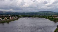Sull'oceano Atlantico si formavano grandi quinte di pioggia che risalivano lentamente il fiume Shannon per stabilirsi a Limerick in eterno. (capitolo I)