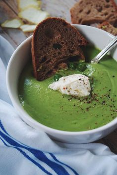 Velouté pea soup with mint, lemon and fresh cheese