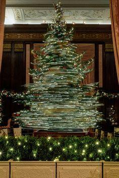 6 Unique Christmas Tree Photo Ideas - The Photo Argus Christmas 2017, Christmas Crafts, Christmas Decorations, Xmas, Holiday Decor, Creative Christmas Trees, Christmas Photography, Photo Tree, Light Photography
