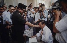 """""""Apalah arti Kemerdekaan bila orang Indonesia tak punya hak-hak ekonomie-nya?"""""""
