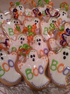 Halloween ghost sugar cookies by MerciBeauCookies.blogspot.com