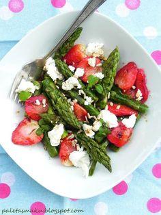 Paleta Smaku: Sałatka z grillowanymi truskawkami, szparagami i fetą