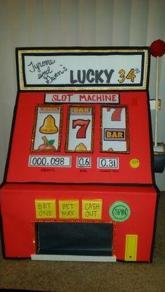 Diy slot machine las vegas party, vegas theme, vegas casino, ca Casino Royale, Fète Casino, Casino Party Games, Casino Theme Parties, Casino Night, Party Themes, Party Ideas, Jack O'connell, Funny Videos