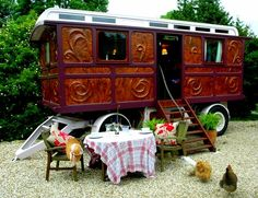 The Flying Tortoise: Tiny Colourful Gypsy Wagons For The Dreamer...