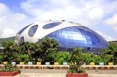 インフォシス・テクノロジーズ社のビル インドのプネーにあるインフォシス・テクノロジーズ社のビルはまるで卵のような形をしている。Infosys Technologies of building Infosys Technologies of building in Pune of India have a like shape , such as eggs .