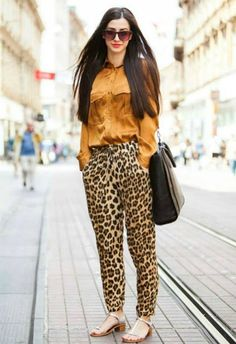 Printed Pants Outfits, Leopard Print Outfits, Leopard Print Pants, Animal Print Outfits, Animal Print Fashion, Fashion Prints, Animal Prints, Leopard Pants Outfit, Look Fashion