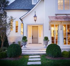Spring Curb Appeal: Painted Front Doors + Paint GuideBECKI OWENS Painting your front door is a quick and inexpensive way to change the look and feel of your exterior. Check out these beautiful door ideas + paint guide. Exterior Colors, Exterior Paint, Exterior Design, White Cottage, French Cottage, Br House, Painted Front Doors, Cottage Exterior, Castle House