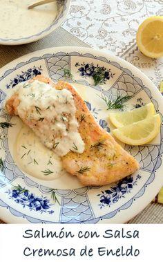 Salmón al Horno con Limón y Salsa Cremosa de Eneldo Fresco: Una mezcla de sabores deliciosa que gustará a todos