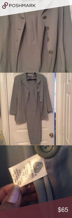 Pantsuit size 10 100% Wool TAHARI sea foam green pantsuit. Too small. EUC. Invisible pockets adorn the front of the jacket. Tahari Other