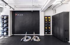 Khouri-guzman-bruce-lininger-portfolio-interiors-contemporary-modern-living-room-media-room