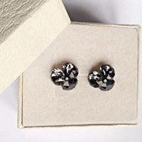 Remarkable flower stud earrings made with Swarovski Crystals jet hematite, silver night, black diamond and 925 silver settings Diamond Earrings, Stud Earrings, Flower Stud, Black Diamond, Earrings Handmade, 925 Silver, Swarovski Crystals, Jet, Night