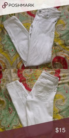 White jeans great condition XS!! Barely worn, in great condition. They are perfect for a spring day Wet Seal Pants Skinny