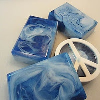 Swirled melt and pour soap