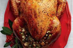 Essential Thanksgiving – don't miss these Top 10 turkey tips from Canadian Living. // Si vous souhaitez célébrer autant que nos voisins anglophones et profiter de l'Action de grâce pour cuisiner, voici quelques astuces pour une dinde parfaite.