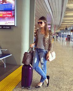 """""""✈️✈️ ✈️ A caminho de Anápolis para o #bday2segretto @segrettoloja ❤️ • #airportstyle #blogtrendalert"""""""